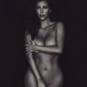 Kim Kardashian é criticada por suposto affair de Neymar e publica outra foto nua