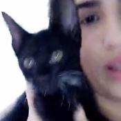 Lívian Aragão adota gato achado em circo e brinca: 'Tem pata de coelho!'. Vídeo!