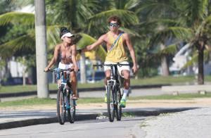 Aline Riscado e Felipe Roque curtem praia juntos após negarem romance. Fotos!