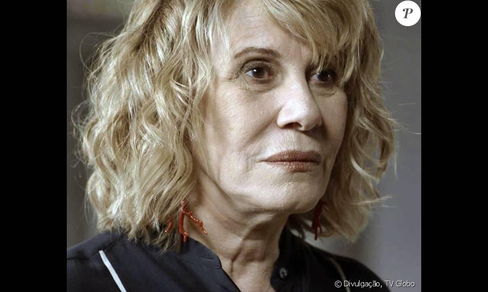 Arma pertencente a Nora (Renata Sorrah) estava entre os objetos usados em gravação da novela 'A Regra do Jogo' nesta quinta-feira, 10 de março de 2016, diz a coluna 'Telinha', do jornal 'Extra'
