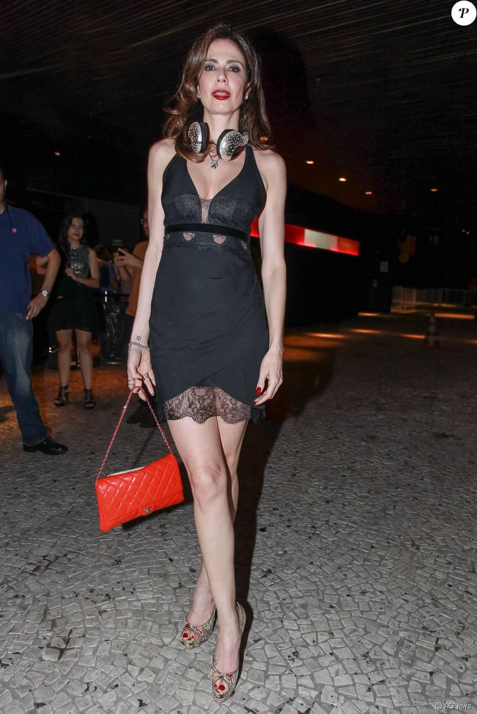 8aeb0deae Luciana Gimenez usou um vestido curto e decotado na festa Gambiarra ...