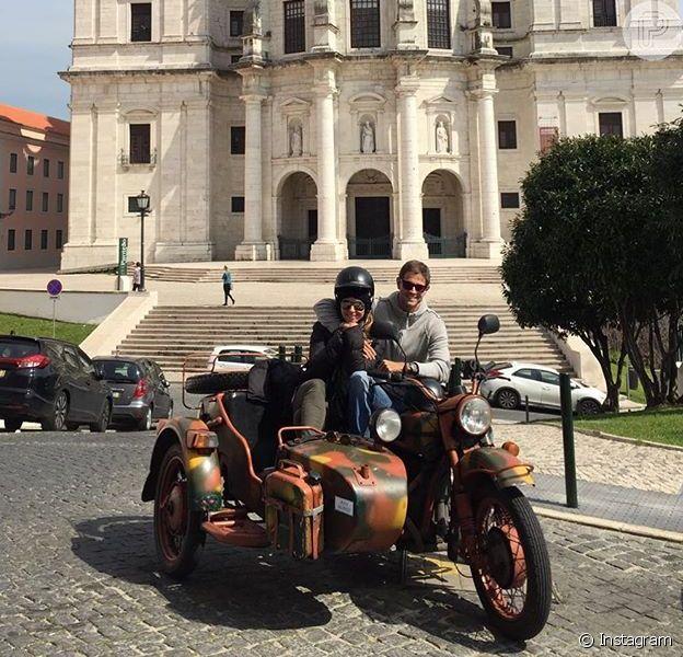 Giovanna Antonelli embarcou para Portugal com o marido, Leonardo Nogueira, após o fim da novela 'A Regra do Jogo'