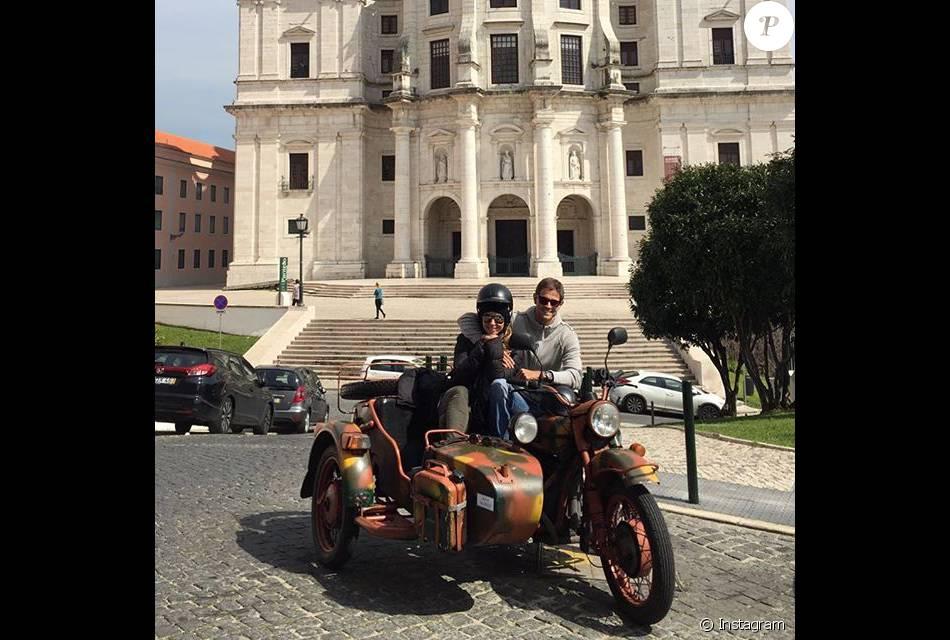 Giovanna Antonelli embarcou para Portugal com o marido, Leonardo Nogueira, após o fim da novela ' A Regra do Jogo'