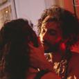 Carol Castro e Rodrigo Santoro protagonizaram cenas ousadas