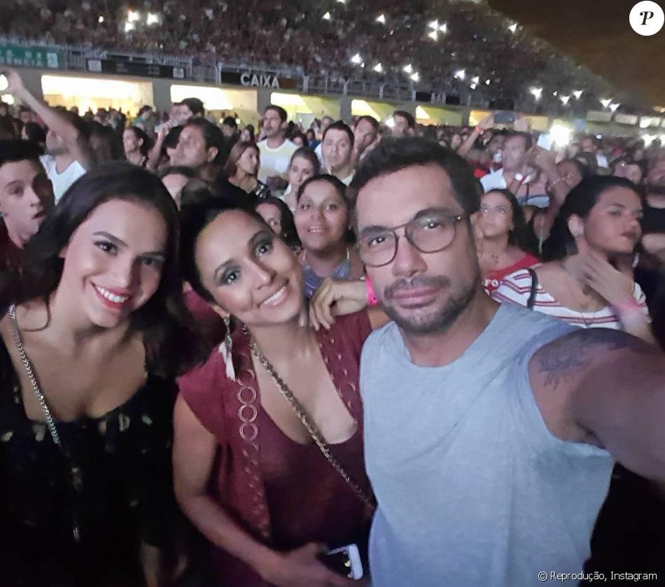 Bruna Marquezine e Thaíssa Carvalho curtem show do Maroon 5 no Rio, neste domingo, 20 de março de 2016