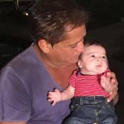 Leonardo posa com o neto Noah, filho de Jéssica Costa e Sandro Pedroso: 'Lindo'