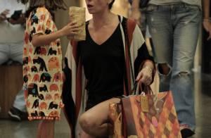 5d2cf67c0e33b Giovanna Antonelli usa short curtinho em shopping no Rio com filhos. Fotos!