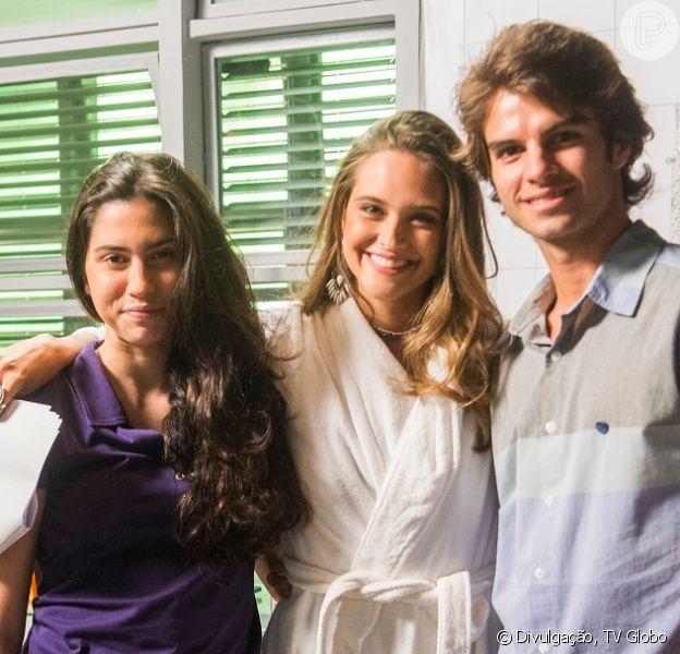 Novela 'Totalmente Demais': Cassandra (Juliana Paiva) resolve terminar com Fabinho (Daniel Blanco) e ajudar Débora (Olívia Torres) a ficar com ele