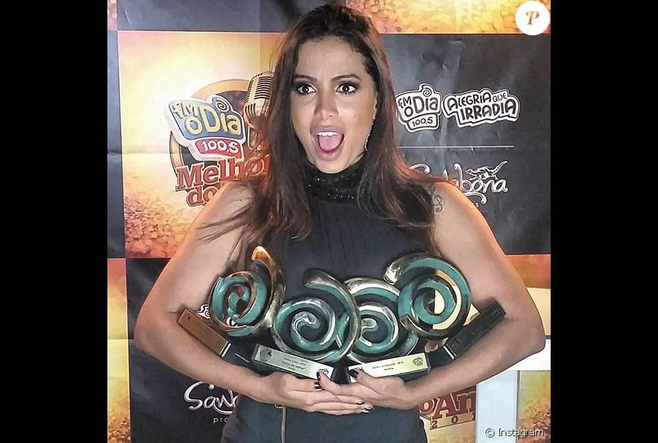 Anitta ganhou quatros troféus na premiação Melhores do Ano da FM O Dia nesta quinta-feira, dia 24 de março de 2016