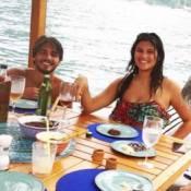 Giulia Costa e Breno Leonne posam juntos em foto ao lado de Flávia Alessandra
