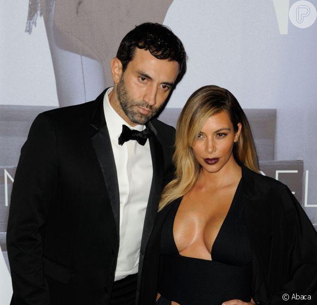 Kim Kardashian escolhe vestido ousado para prestigiar o coquetel do documentário 'Mademoiselle C', em 1º de outubro de 2013