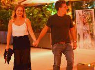 Angélica e Luciano Huck caminham de mãos dadas em programa a dois no shopping