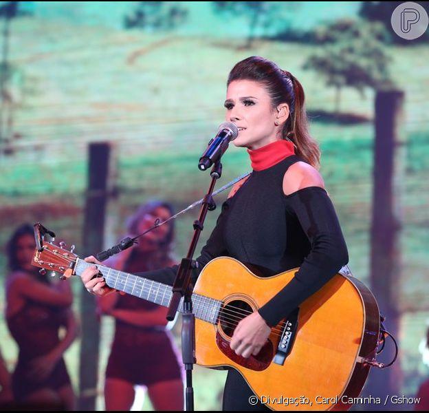 Paula Fernandes se irritou durante apresentação no 'Domingão do Faustão' neste domingo, 3 de abril de 2016, e soltou uma palavrão ao vivo: 'Gente, posso afinar esse violão que está desafinado pra cara*'