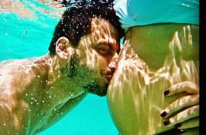 Henri Castelli beija barriga de namorada grávida durante viagem: 'Amor da vida'
