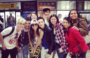 Anitta é recebida por fãs no Brasil após estreia nos Estados Unidos: 'Lindos!'