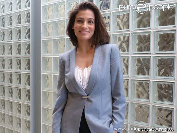 Renata Vasconcellos vai adotar novo estilo para o 'Fantástico': 'Agora vou me permitir usar mais vestidos chamativos', disse à equipe do 'Programa Encontro com Fátima Barnardes', da TV Globo, em 9 de outubro de 2013