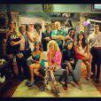 Luma Costa postou uma foto de todo o elenco de 'Pé na cova', em dezembro de 2012