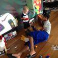 Neymar brinca com o filho, Davi Lucca, em Barcelona, na Espanha
