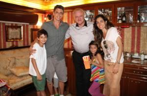Márcio Garcia e a mulher, grávida, levam os filhos ao circo