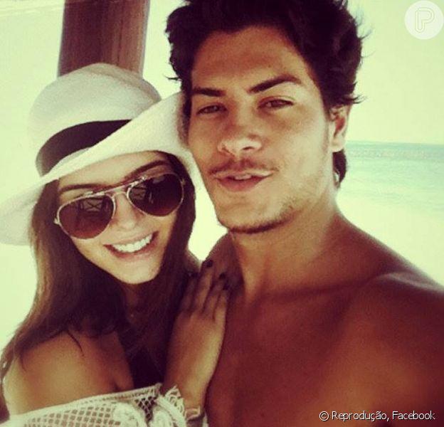 Giovanna Lancellotti e Arthur Aguiar terminaram o namoro, noticiou o jornal 'O Dia' desta terça-feira, 22 de outubro de 2013