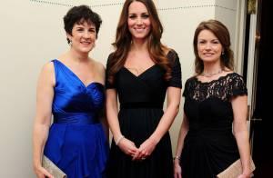 Kate Middleton participa de jantar beneficente com vestido justinho e decotado