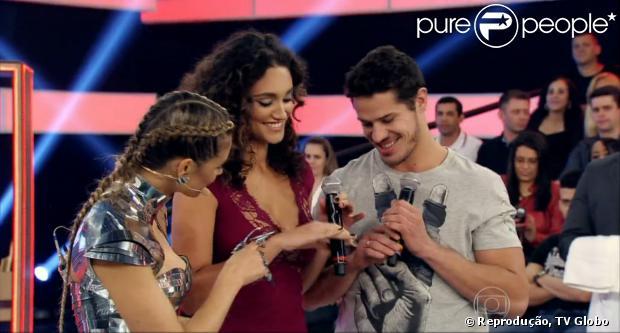 784894397d852 Fernanda Lima revela que José Loreto pediu Débora Nascimento em casamento  durante programa  Amor  amp