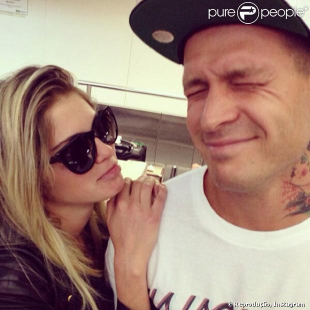 Bárbara Evans e Mateus Verdelho terminaram porque ela não aguentava mais as saídas do DJ com amigos, noticiou o jornal 'O Dia' desta quarta-feira, 30 de outubro de 2013