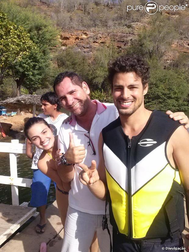 Apontada como pivô da separação de Grazi Massafera, Isis Valverde gravou cenas da minissérie 'Amores Roubados' com Cauã Reymond no Nordeste