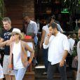 Diane Kruger e Joshua Jackson deixam o restaurante em Ipanema, no Rio
