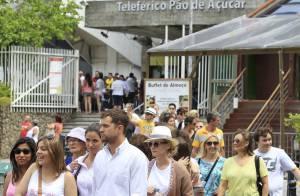 Diane Kruger e Joshua Jackson visitam o Pão de Açúcar no Rio de Janeiro