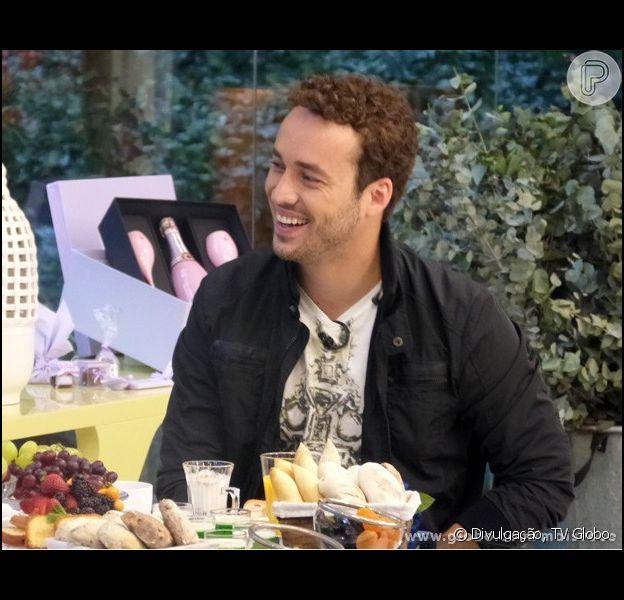 Rodrigo Andrade revelou à apresentadora Ana Maria Braga que já vendeu queijo na porta do Projac antes de ser famoso. O ator e músico esteve no programa 'Mais Você' nesta sexta-feira, 8 de novembro de 2013