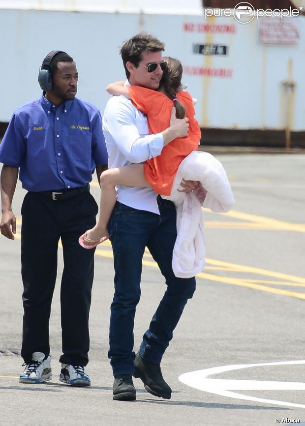 Tom Cruise ficou cerca de 100 dias sem ver a filha, Suri, após se divorciar de Katie Holmes. O ator alegou que estava filmando e não podia viajar