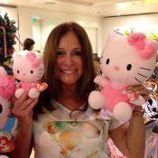 Susana Vieira compra bonecas da Hello Kitty para a amiga Carolina Dieckmann