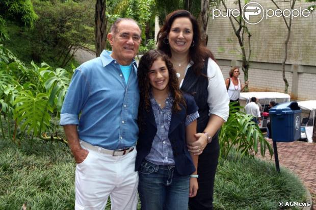 Renato Aragão posa para foto com a mulher, Lílian, e a filha, Lívian; o humorista completa 78 anos neste domingo, 13 de janeiro de 2013
