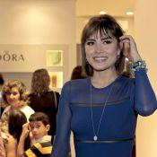Maria Casadevall chama a atenção com vestido justo em inauguração de loja