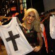 Giovanna Ewbank posa com looks da sua coleção de roupas, em 30 de novembro de 2013