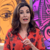 Fátima Bernardes apresenta 'Encontro' sem aliança e não comenta separação