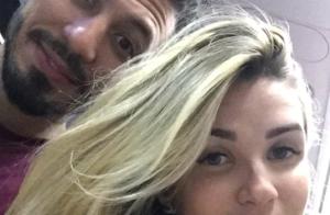 Ex-BBB Aline Gotschalg filma Fernando Medeiros brincando com filho: 'Lindos'