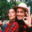 Discreta, Mariana Goldfarb só havia postado uma foto com o namorado, Cauã Reymond: os dois abraçados de caipira