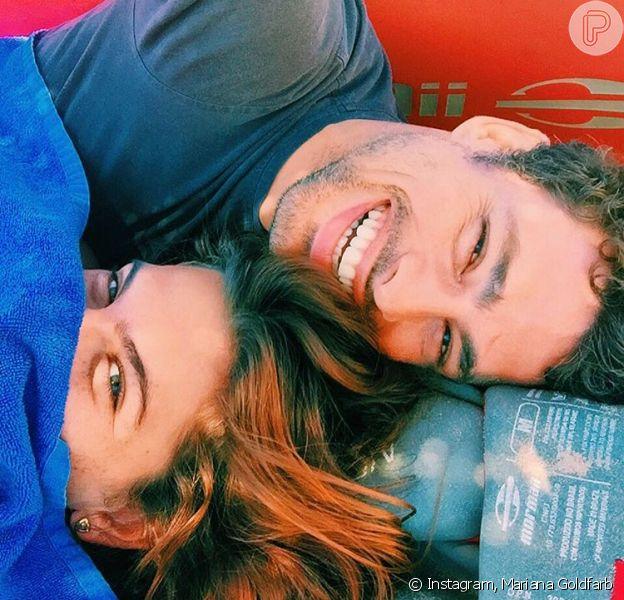 Mariana Goldfarb posa abraçada ao namorado, Cauã Reymond, em foto publicada nesta quinta-feira, dia 01 de setembro de 2016