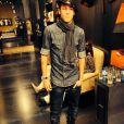 Bruna Marquezine posta foto de Neymar fazendo pose de modelo