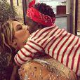 Giovanna Ewbank postou uma foto dando um beijo na filha, Titi, na sexta-feira, 2 de setembro de 2016
