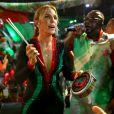 Ivete Sangalo apostou em um look justo e caiu no samba em evento na Grande Rio na madrugada deste domingo, 4 de setembro de 2016