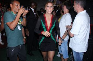 Ivete Sangalo aposta em look justo e cai no samba em evento na Grande Rio. Fotos