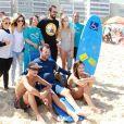 Paulo Vilhena também participou do evento e ajudou pessoas com deficiência a surfar