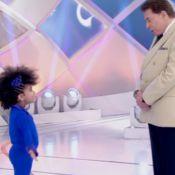 Silvio Santos brinca com cabelo crespo de menina e é criticado na web: 'Racista'