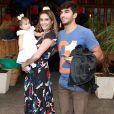 Deborah Secco e Hugo Moura usaram o Instagram para mostrar Maria Flor falando suas primeiras palavras