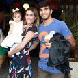 Filha de Deborah Secco e Hugo Moura encantou ao falar papai pela primeira vez na quinta-feira, 7 de setembro de 2016