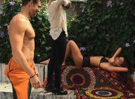 Cauã Reymond observa a namorada, Mariana Goldfarb, durante ensaio fotográfico