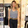 Fernanda Lima usou camisa listrada em preto e branco combinada com calça pantacourt jeans no lançamento da nova coleação da grife Dudalina no dia 9 de setembro de 2016